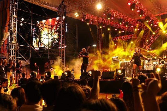 noční hudební festival