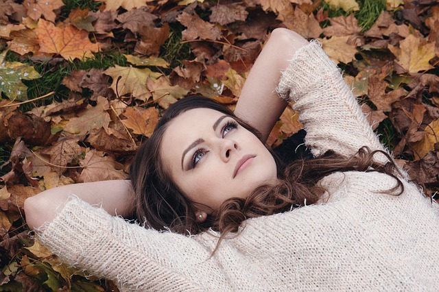 dívka na podzim.jpg